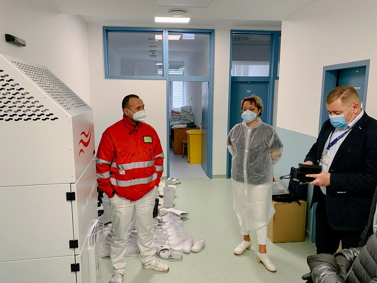 Germicídny žiarič pre nemocnicu